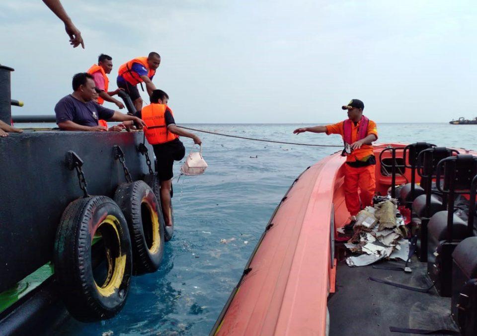 Силни морски струи оневозможуваат пронаоѓање на црната кутија од индонезискиот авион