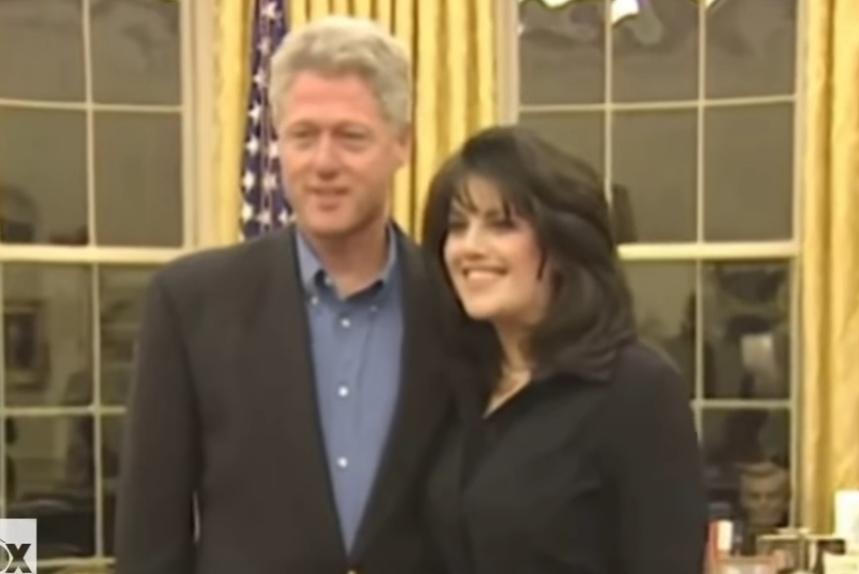 За нивната секс афера зборуваше цел свет: Објавена снимката на Бил Клинтон и Моника Левински од Белата куќа (ВИДЕО)