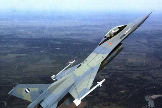 Холандија испратила два борбени авиона во интервенција поради тепачка на патници