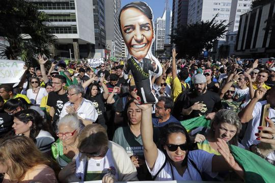 Болсонаро и Хадад одат во вториот круг од претседателските избори во Бразил