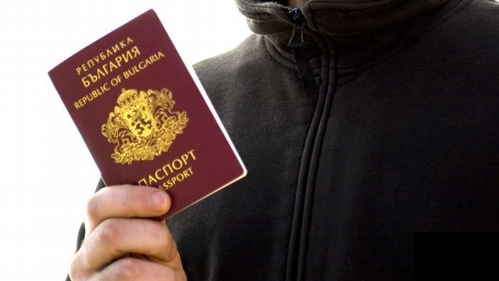 Поднесено обвинение против висок бугарски функционер кој на странци им овозможувал да добијат бугарски пасош