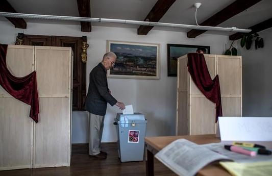 Десната опозиција победи на изборите за сенатори во Горниот дом на чешкиот Парламент