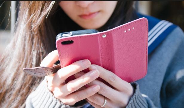 РОДИТЕЛИ, ВНИМАНИЕ: Проверете дали вашето дете ги има овие апликации на мобилниот!