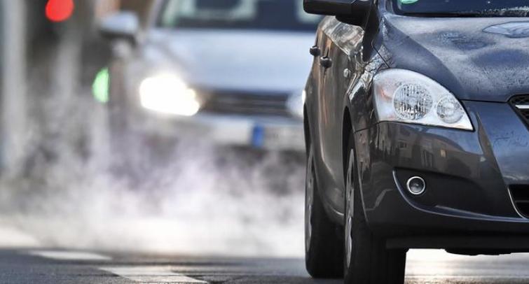 Германската влада сака производителите да ги унапредат продадените дизел автомобили, а судот подготвува забрана за дизел