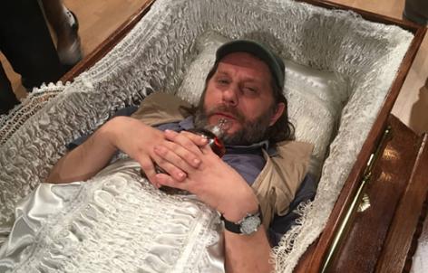 Игор Џамбазов легна во ковчег: Втората ја преживеавме, за третата ќе видиме (ФОТО)