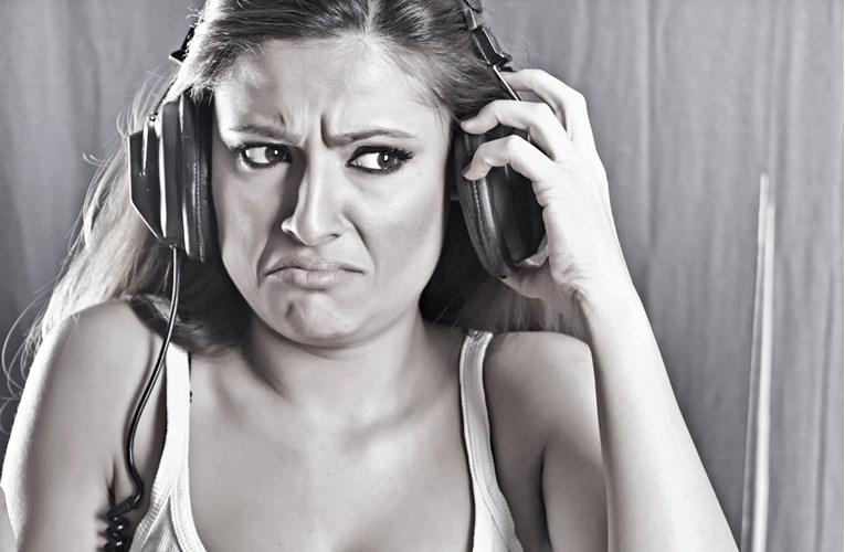 Зошто не го сакаме звукот на сопствениот глас?