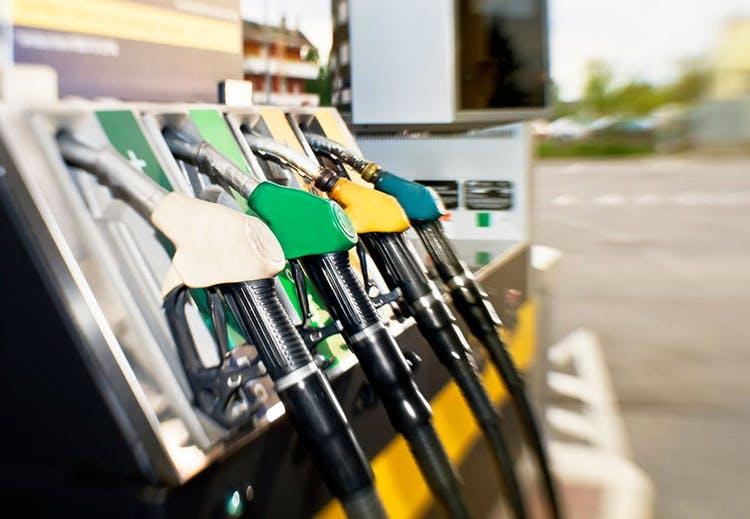 Од полноќ нови цени на горивата, дизелот поскапува за 2 денари