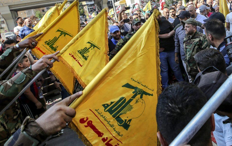Хезболах преку плакати бара донации