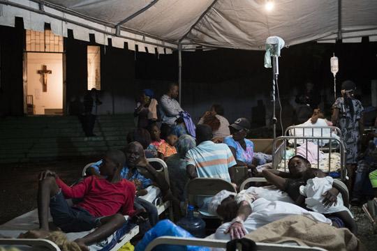 Во земјотресот на Хаити загинале најмалку 12 лица, синоќа силен афтершок