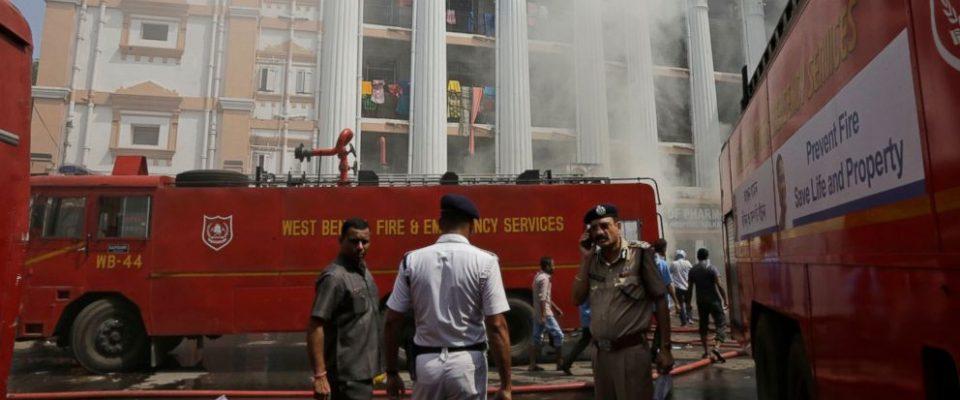 ВИДЕО: Голем пожар во болница во Индија, евакуирани 250 луѓе