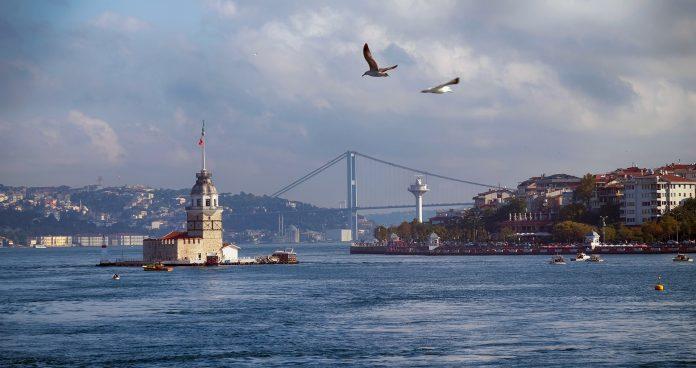 Експлодираше гасовод: Голем пожар во предградие на Истанбул