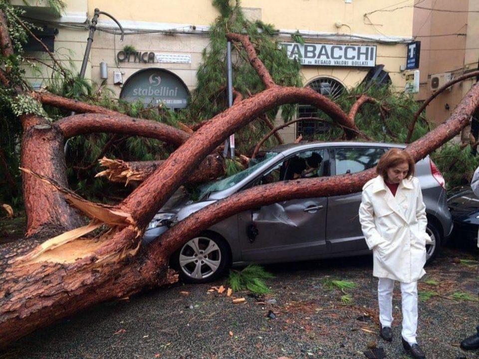 Силен ветар однесе пет жртви во Италија