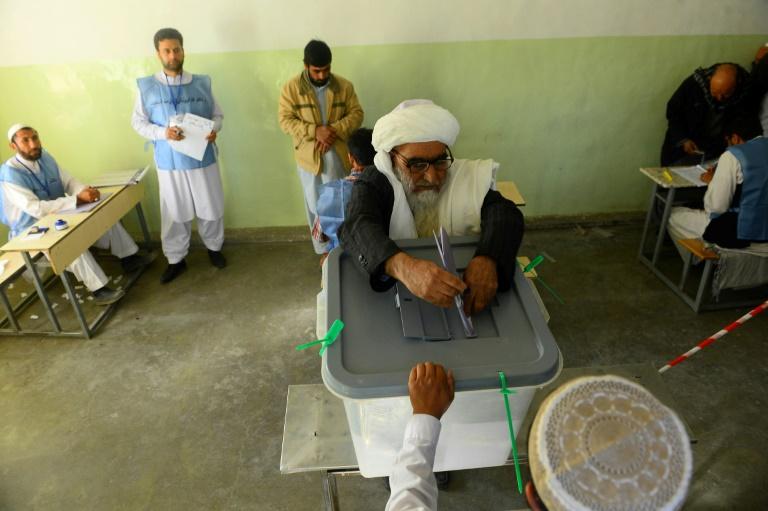 Најмалку три лица загинаа во експлозии во близина на избирачки места во Кабул