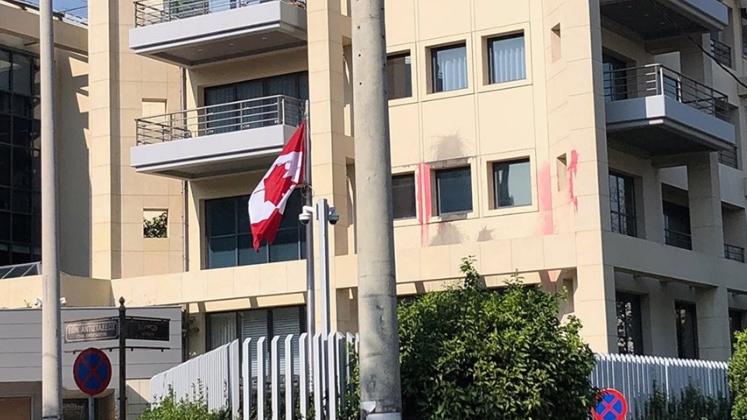 Членови на Рубикон извршија напад врз Амбасадата на Канада во Атина
