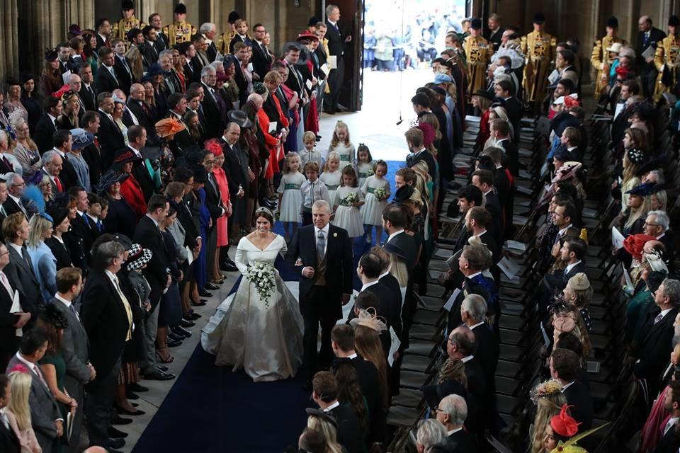 ФОТО: Се омажи внуката на кралицата Елизабета Втора, ова се првите фотографии од венчавката
