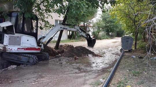 Замена на азбестни цевки на три улици кај поранешен Монопол во Куманово