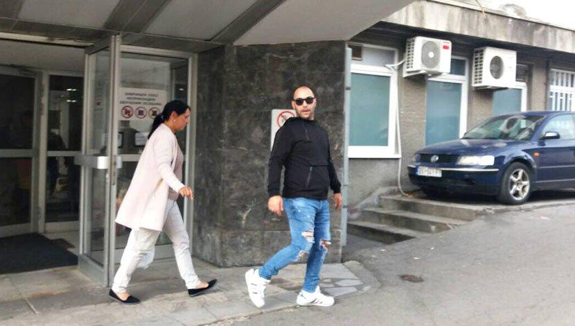 Скршен од болка пристигна во болница: Братот на Дарко Лазиќ откри дали ќе му биде ампутирана ногата на пејачот (ФОТО)