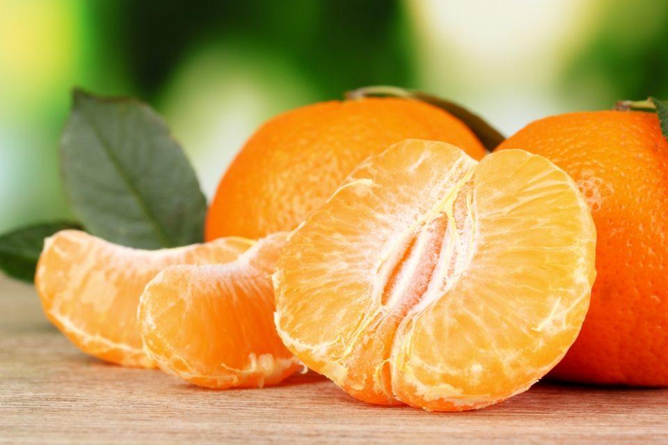 Пет причини зошто треба да јадете мандарина