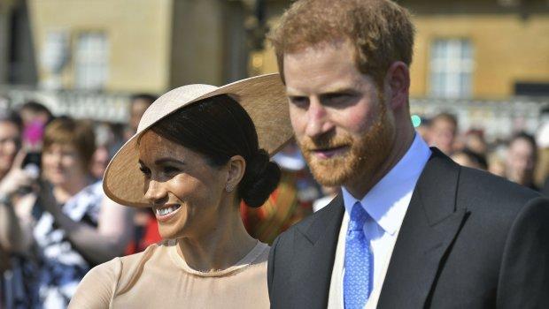 Зарем не можеа да почекаат уште еден ден: Луѓето се бесни на Меган и принцот Хари што токму на овој ден објавиле дека чекаат бебе