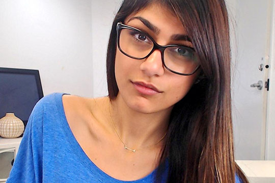 Порноѕвездата Миа Калифа со видео по повод 11-те милиони следачи