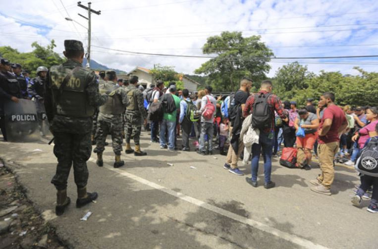 """Мексико ги отвори границите за жени и деца од """"мигрантскиот карван"""""""