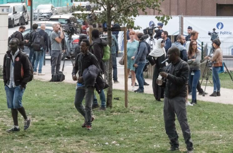 Единаесетмина повредени при обид за бегство на мигранти од камп во Шпанија