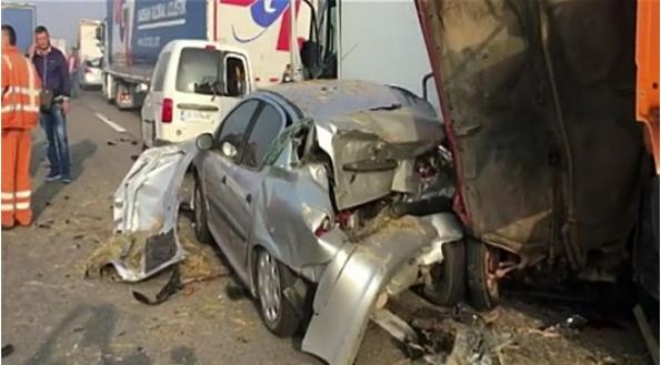 МНР со потврда за загинати двајца македонски државјани во сообраќајката во Србија