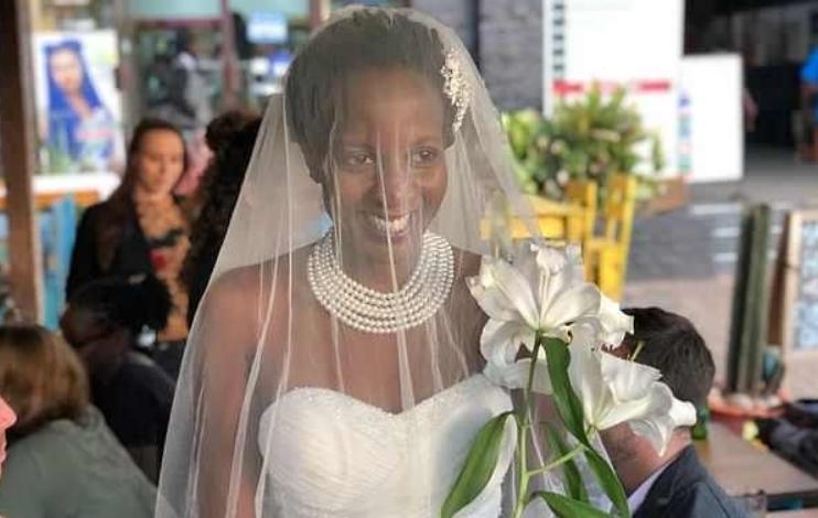 Постојано ја прашувале кога ќе се омажи, па не можела веќе да издржи: Таа се венчала самата со себеси (ВИДЕО)