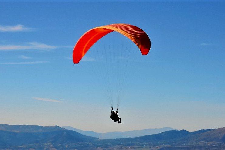 Битолчанец се повредил при пад со параглајдер