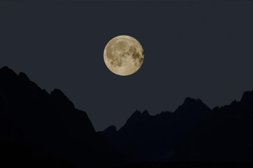 Овој викенд настапува  февруарската снежната Месечина : Време е за важни одлуки