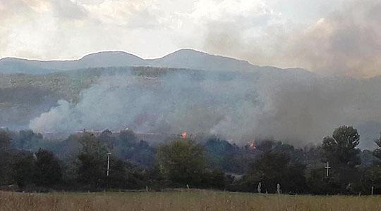 Избувна пожар на отворено кај струмичкото село Костурино
