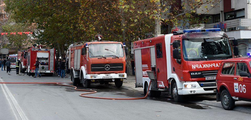 Изгоре семејна куќа во Скопје: 15 пожарникари на терен во Жданец(ФОТО+ВИДЕО)