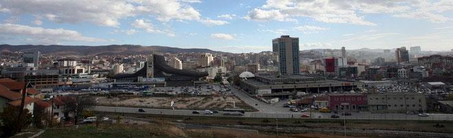 Приштина го осуди нападот врз косовскиот автобус во Србија