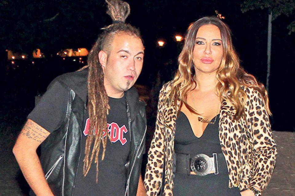 Фановите повторно со осуда кон парот: Едногодишната ќерка има детаљ на косата од кој се згрозија сите (ФОТО)