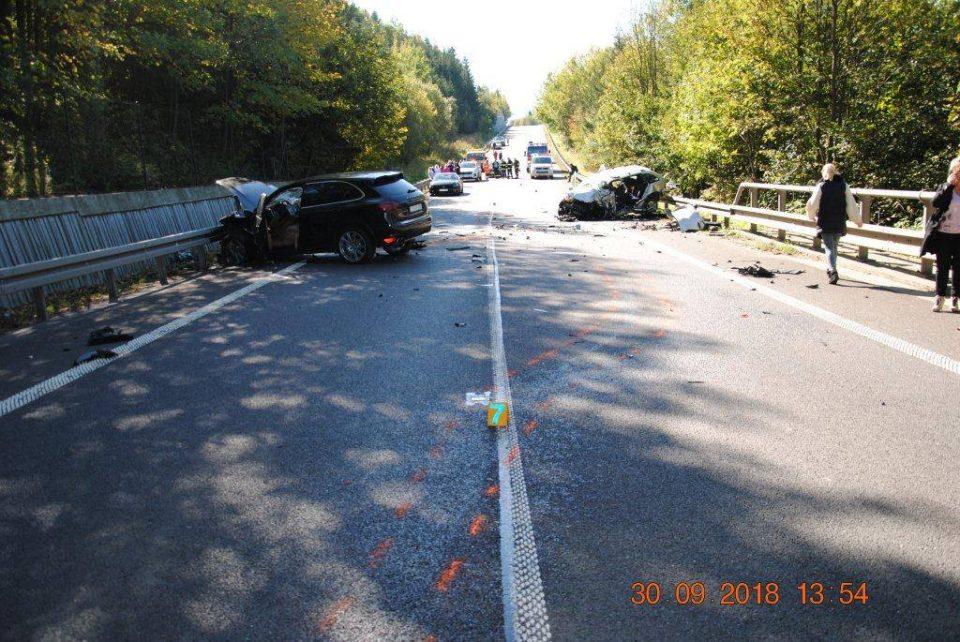 Се тркаа Мерцедес, Порше и Ферари, по што предизвикаа сообраќајка во која загина недолжен возач на Шкода (ВОЗНЕМИРУВАЧКО ВИДЕО)