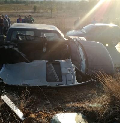 Тешка сообраќајка кај Радовиш: Пожарникарите го сечеле кровот на возилото за да ги извлечат повредените (ФОТО)