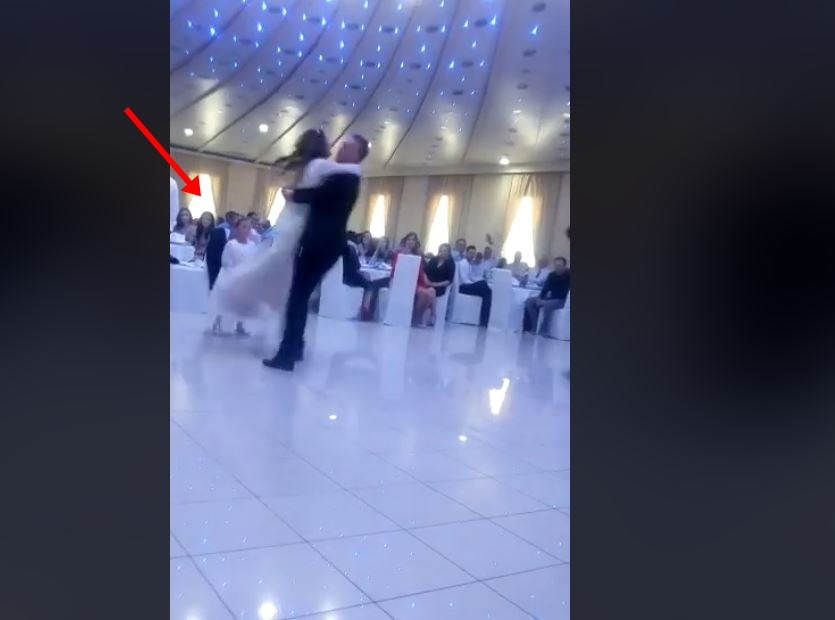 Балканска свадба која сите ќе ја паметат: Младоженецот ја крена во раце невестата, а потоа следуваше вистински пресврт (ВИДЕО)