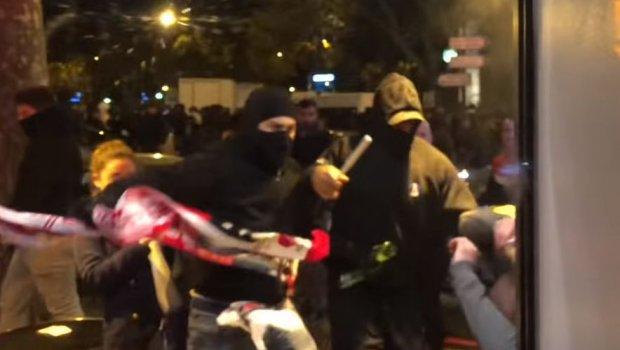 ВИДЕО: Масовна тепачка меѓу навивачите на ПСЖ и Ѕвезда, полицијата ги смирувала со палки