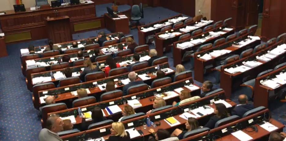 Мицкоски:  ВМРО-ДПМНЕ поседува докази за тргувањето и притисоците на власта со гласовите на пратениците за промена на името