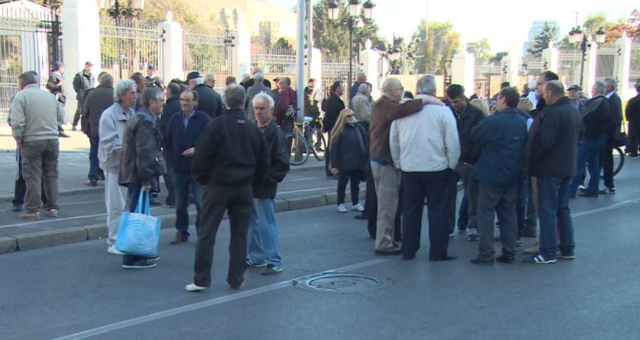 """Вработените во ОХИС на протест: """"Целосно сме разочарани од средбата во владата, најавуваме жалба во Стразбур"""" (ВИДЕО)"""