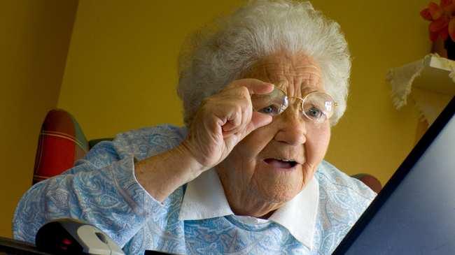 Социјалните мрежи им помагаат на старите лица