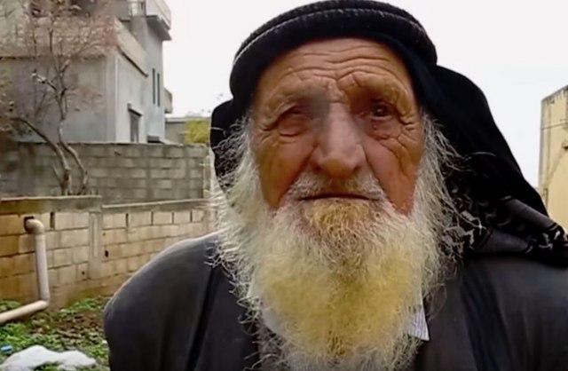 ВИДЕО: Има 125 години, пуши осум децении и има 7-годишен син