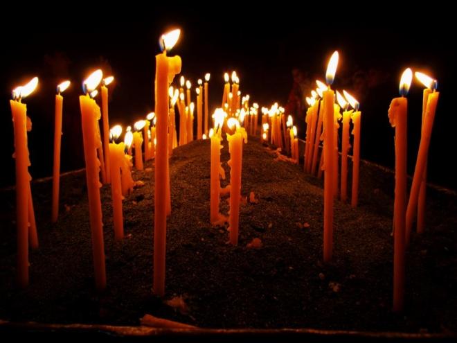 Денеска е Митровденска задушница – спомен за починатите