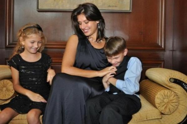 Ретко кој би ја препознал: Сара Леши ќе биде сенаторска сопруга во Америка (ФОТО)