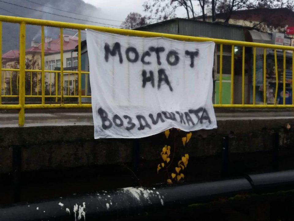 ФОТО: Неподнослива миризба се шири во близина на градската болница во Кичево, градоначалникот не мрднува со прст