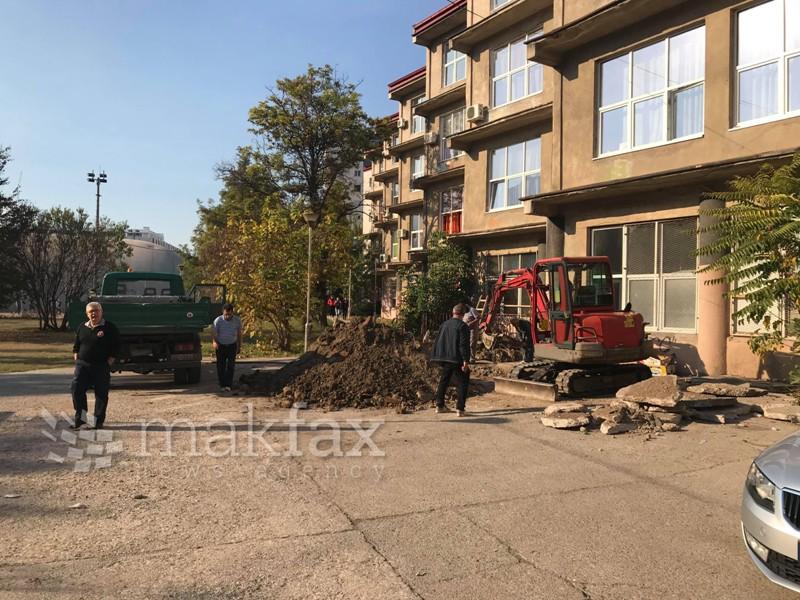 """Поради загадена вода, итно е затворено училиштето """"Димитар Миладинов"""" во Центар"""
