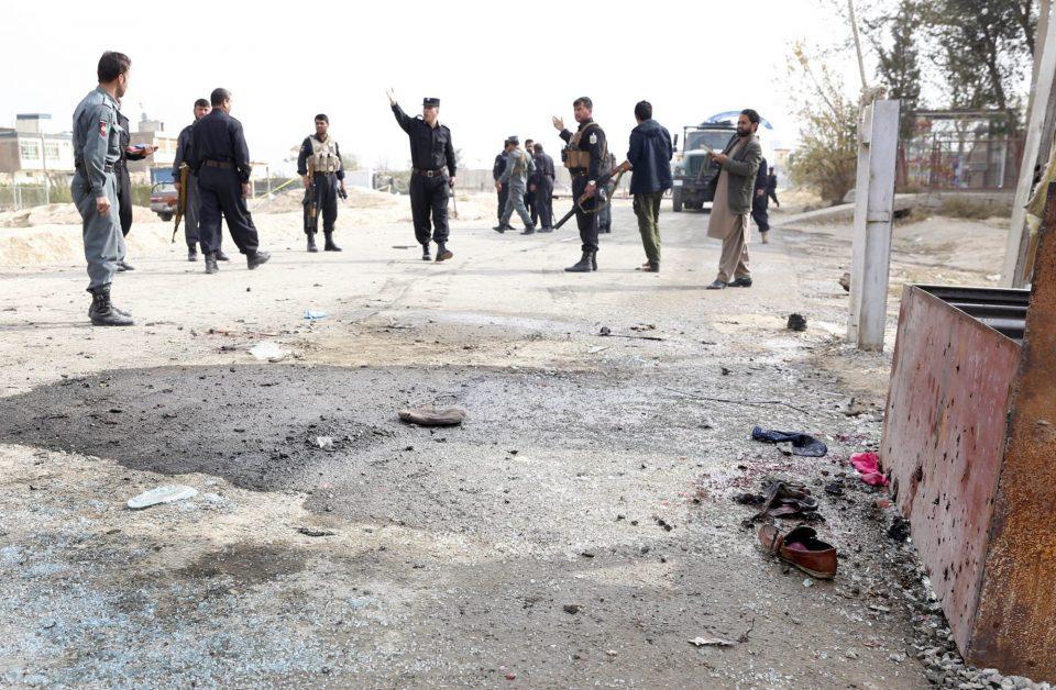 Најмалку осум авганистански полицајци загинаа при напад на талибанците