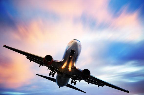 Драма во воздухот над Русија: Авион со 173 патници кружи над Краснојарск, бара принудно слетување