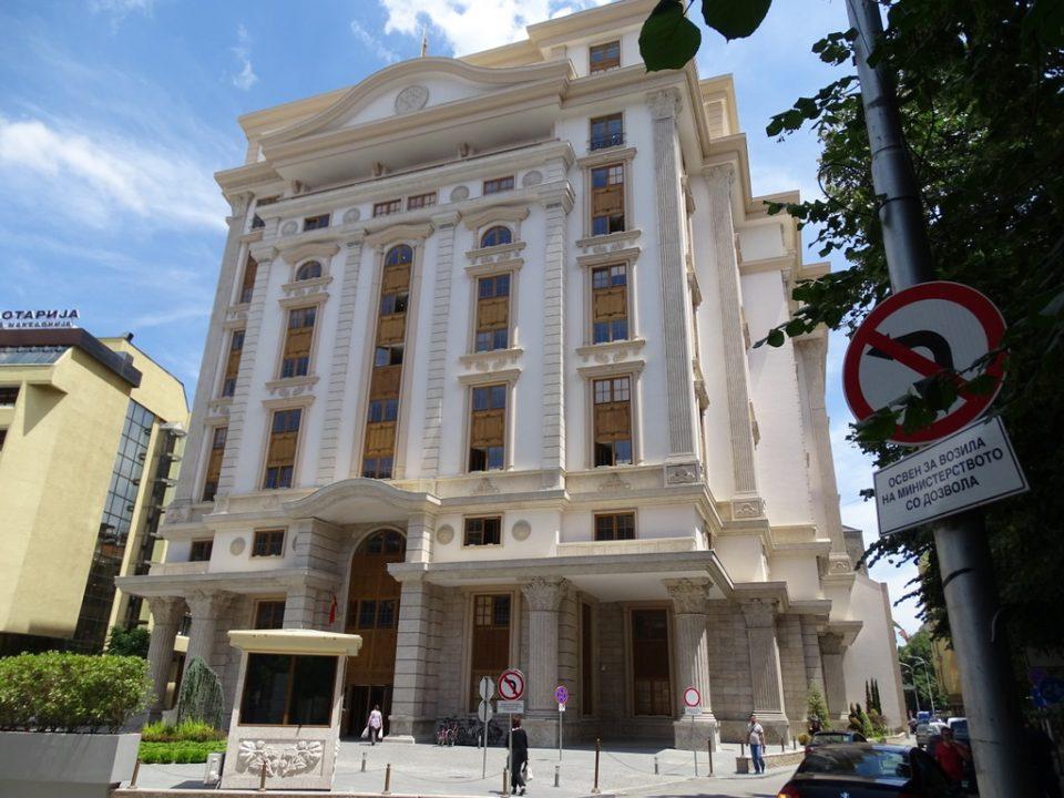 Хаос во министерството за финансии, зградата се распаѓа, Ангеловска и заменичката Елези се расправале преку дописи околу јавните набавки