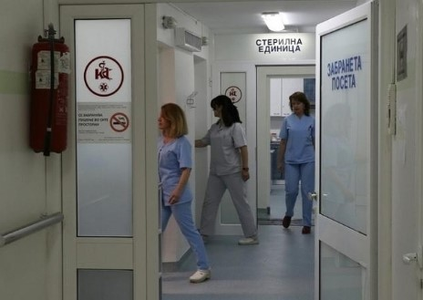 По две операции на главата, средношколецот од Штип во критична состојба